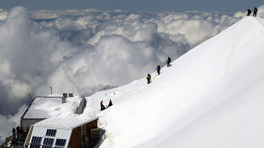 Old Goûter Refuge (3,817m). Photo source: @www.francebleu.fr/