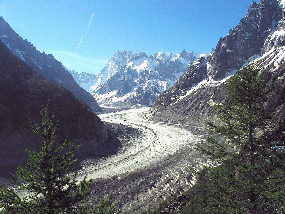 A 25-year-old climber fell in the Mer de Glace area. Photo author Jean-Pol GRANDMONT. Licensed under CC-BY SA 3.0, photo source @commons.wikimedia.org