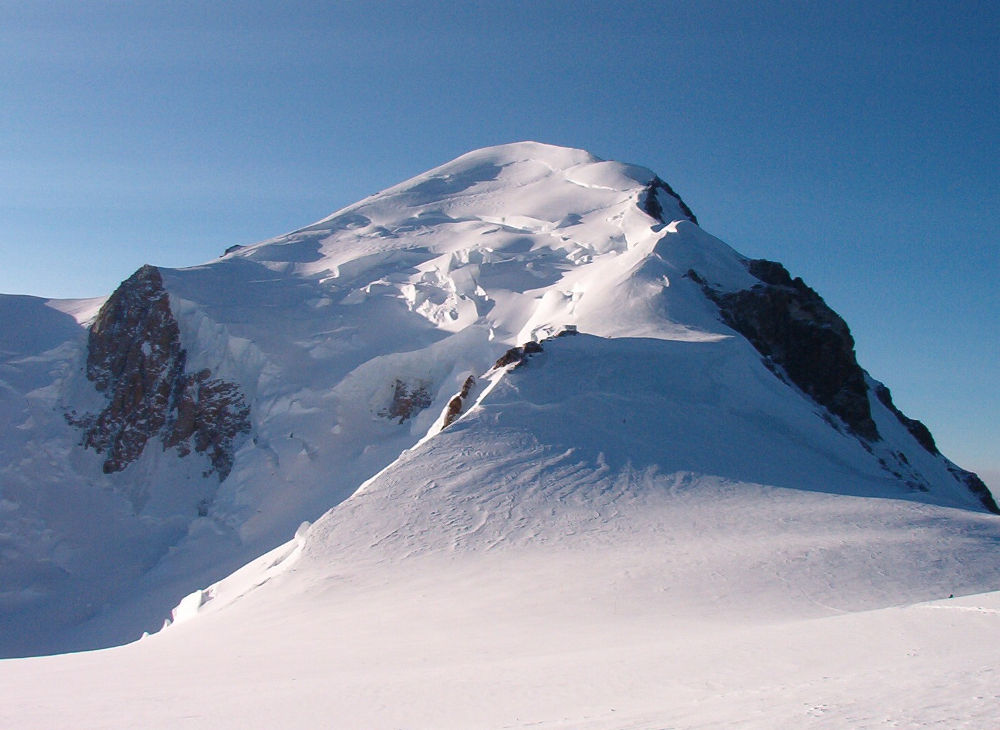 View of Mont Blanc from Dôme du Goûter, photo @ https://commons.wikimedia.org/wiki/Main_Page