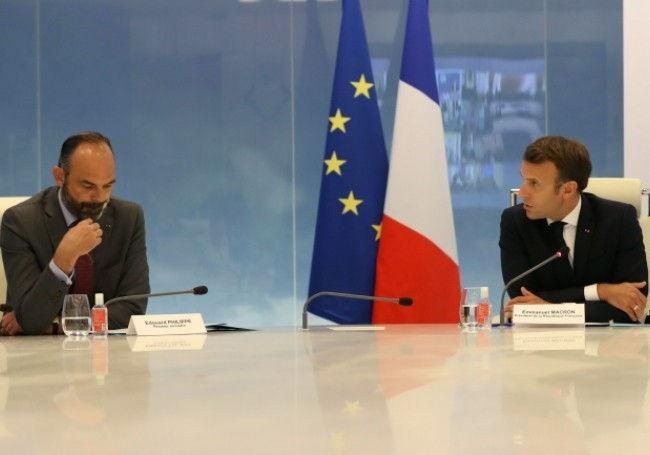 Edouard Philippe and Emmanuel Macron. Photo source @valeursactuelles.com