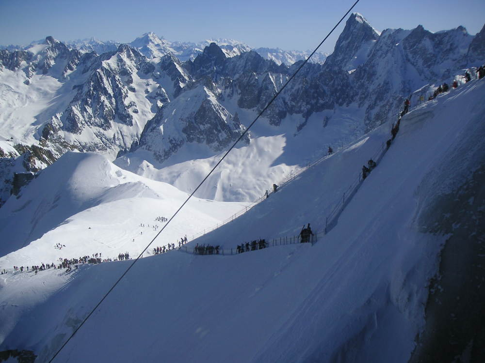 Vallee blanche descent, photo by Gerdami, licensed under Attribution-Share Alike 3.0 Unported, located on https://commons.wikimedia.org/wiki/File:Vallee_blanche_descente_rappel.jpg#filehistory