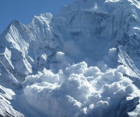 Avalanche in Chamonix, photo @ http://www.streets23.com/avalanche-handlers-in-chamonix/