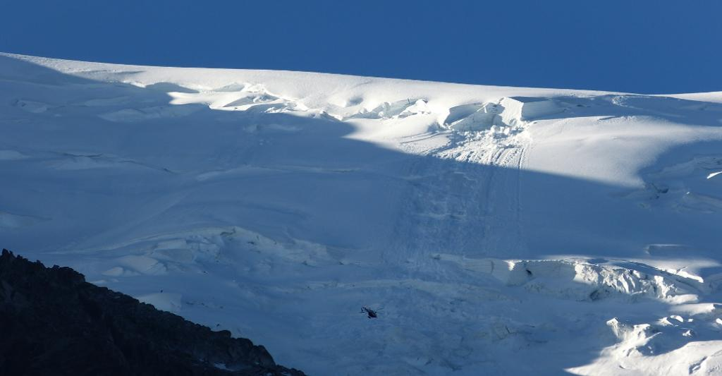 Avalanche on Mont Blanc du Tacul