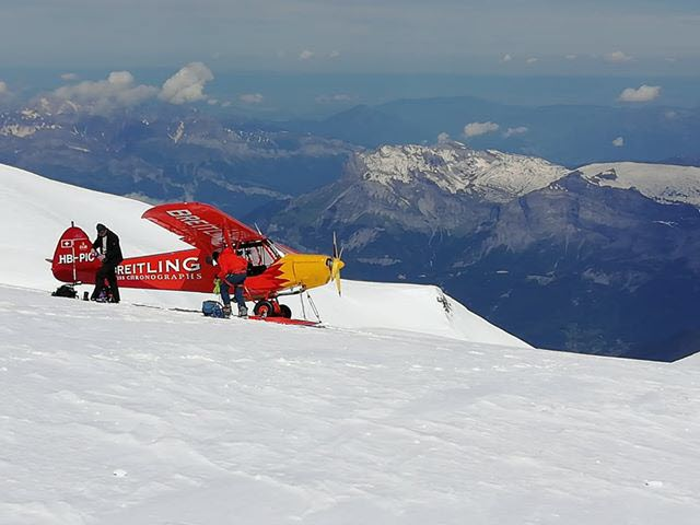 The Breitling company had taken a publicity stunt landing 300 meters under the summit of Mont Blanc last June. Photo source @ledauphine.com