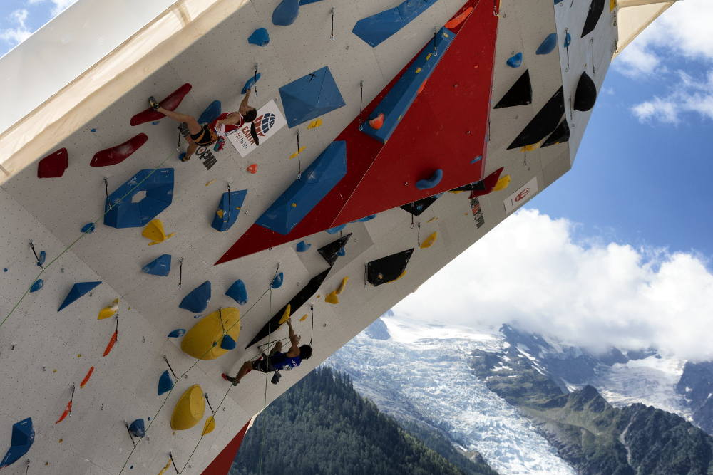 The Chamonix World Cup is postponed. photo source @ledauphine.com