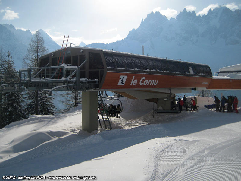 Cornu chairlift station in Brevent, photo by Geoffroy Delabre, https://www.remontees-mecaniques.net/