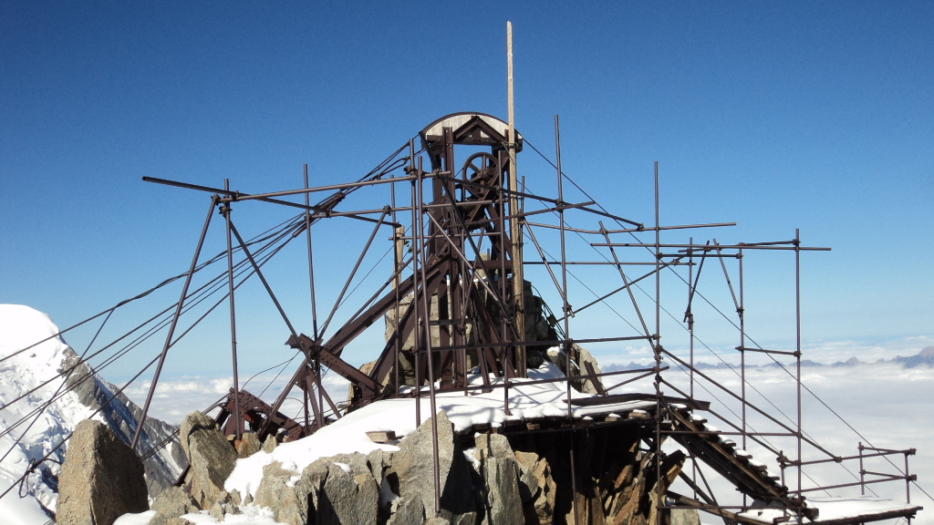 The old Gare des Glaciers at Col du Midi dismantled. Photo source @Emerick Desvaux/Compagnie du Mont Blanc