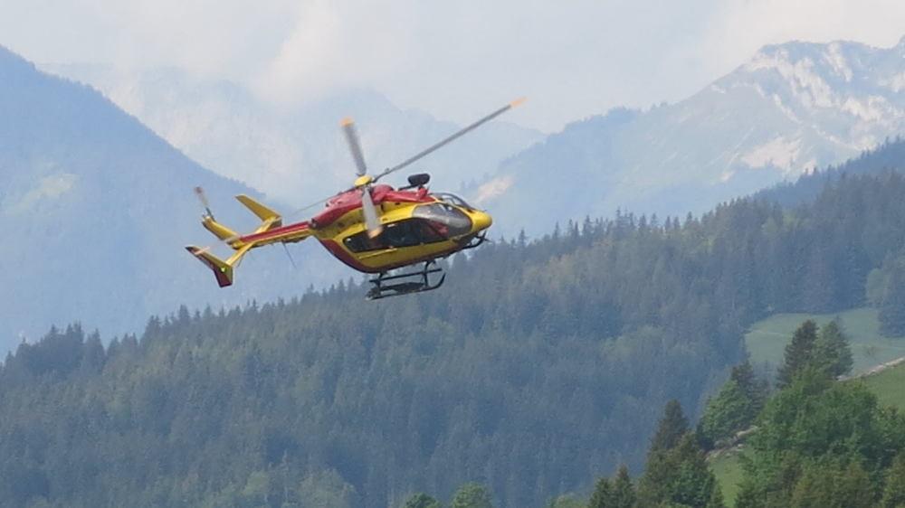 Dragon 74, hélicoptère du PGHM de Chamonix, source photo @ ledauphine.com