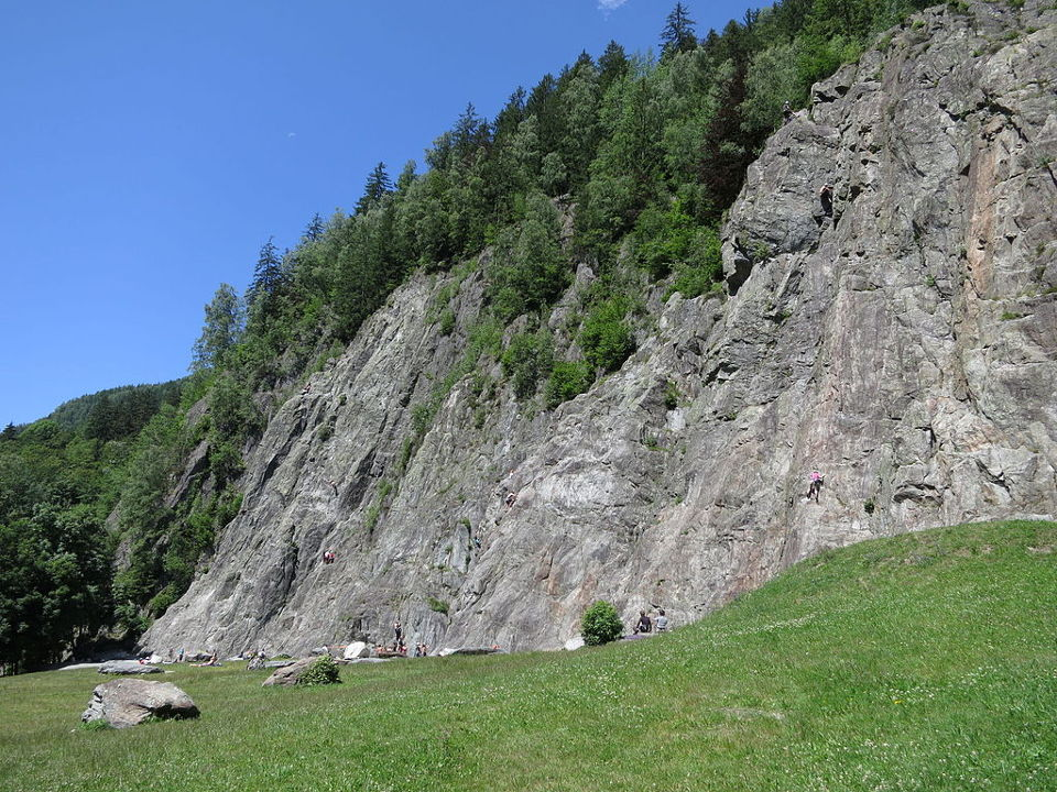 Gaillands climbing site in Chamonix. O.Taris / CC BY-SA (https://creativecommons.org/licenses/by-sa/3.0)