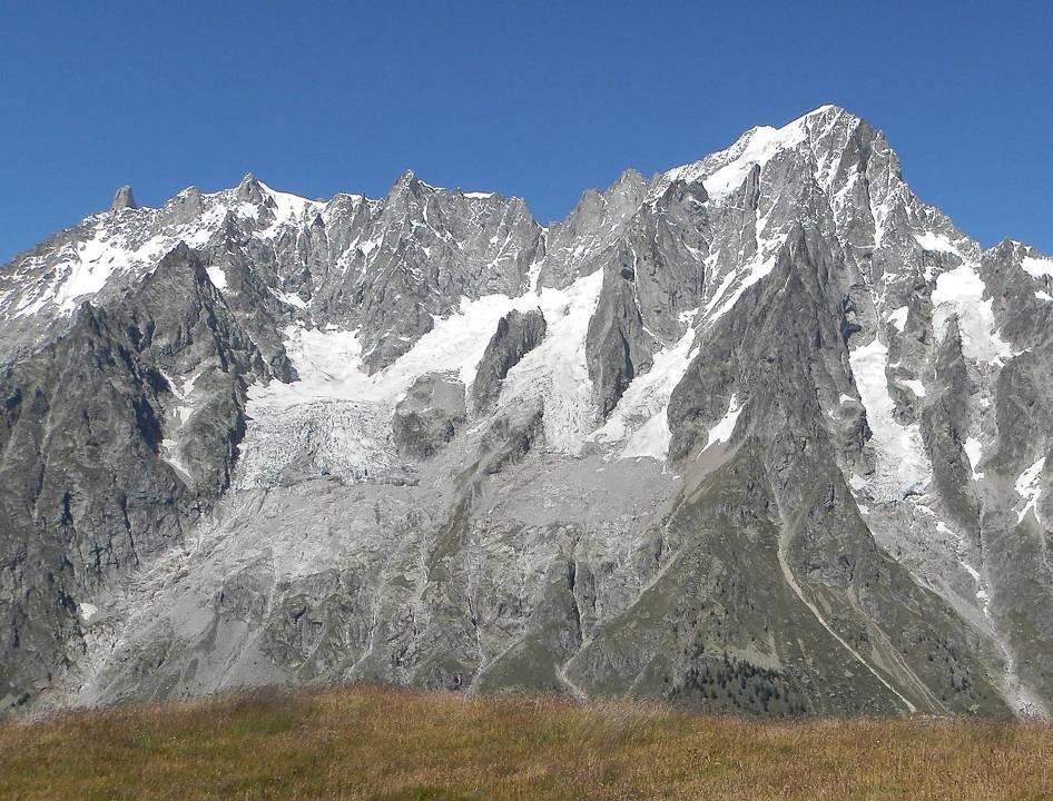 South slope of the Grandes Jorasses, with the Planpincieux Glacier on the left, photo source @https://en.wikipedia.org/wiki/Planpincieux_Glacier, licensed under CC BY-SA 4.0
