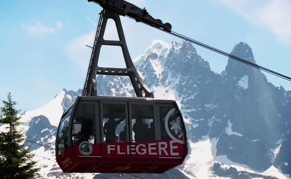 The old Flégère cable car (picture) will be replaced by a modern gondola. Photo source: @chamonix.com
