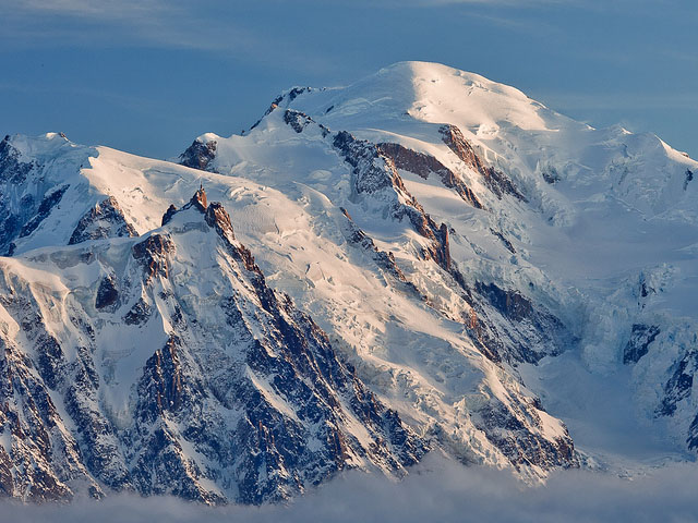 The two men landed their plane less then 400 m (1,312 ft) from the summit of Mont-Blanc (photo).