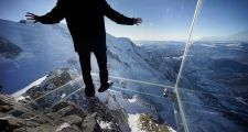 Aiguille du Midi Step into the Void