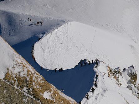 un skieur suisse miracul apr s 17 heures dans la neige. Black Bedroom Furniture Sets. Home Design Ideas