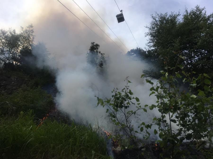 Fire under the Plan Praz gondola. Photo source: @ledauphine.com