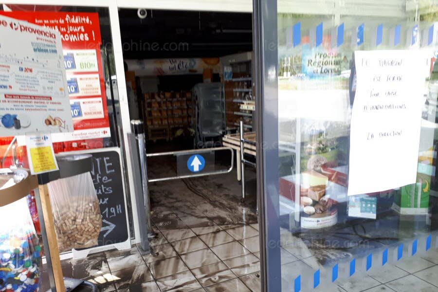 The Supermarket Flooded. Photo source: @ledauphine.com