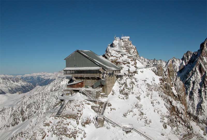Le top des Grands-Montets (3300m) avec la plateforme d'observation sur le sommet actuel des Grands Montets.