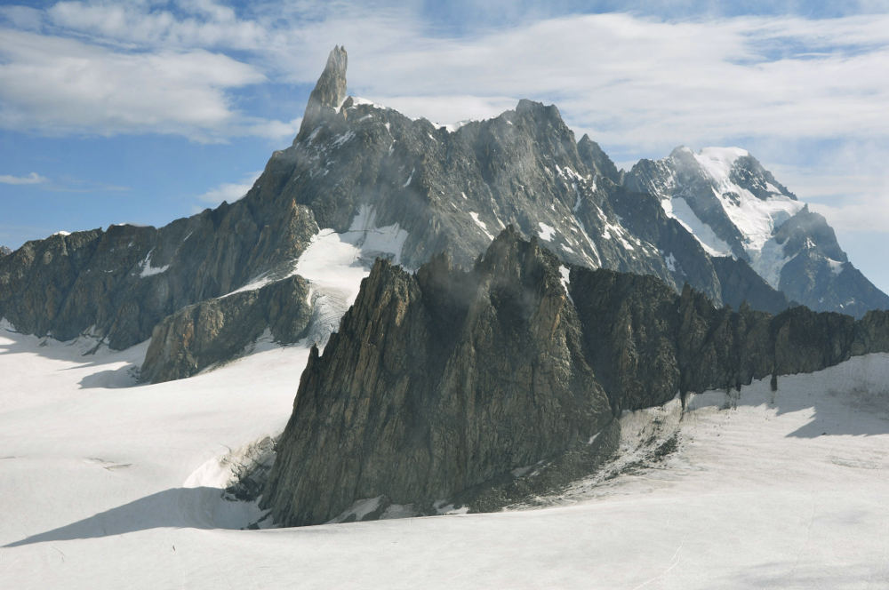 Aiguilles Marbrées (in foreground) viewed from near Torino Hut. In background: Dent du Géant (centre) and Grandes Jorasses (right). Licensed under CC BY-SA 3.0, photo source @wikipedia.org