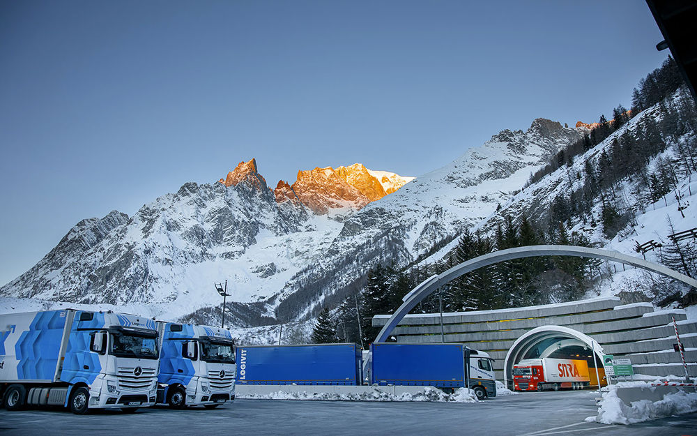 COVID-19: Italy is under lockdown, but vehicles keep coming from Italy to France via the Mont-Blanc Tunnel. photo source @tunnelmb.net