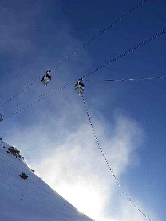 The Bochard gondola was victim of the wind. photo source @ledauphine.com