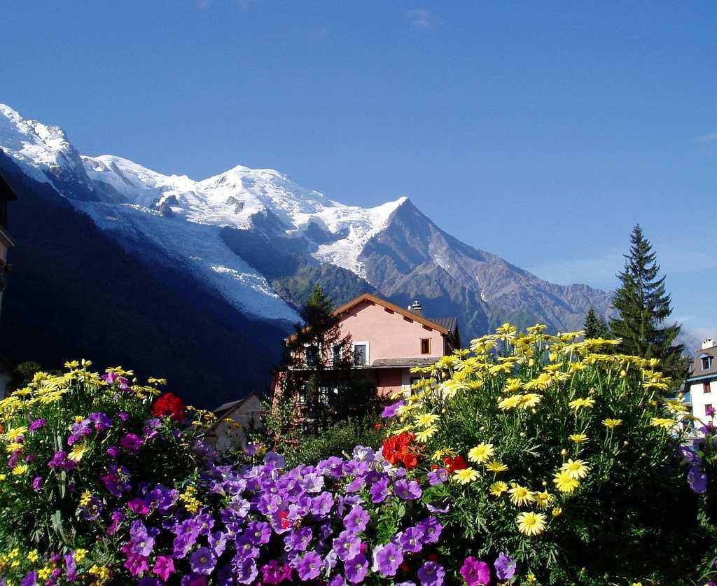 mont blanc mountain in switzerland
