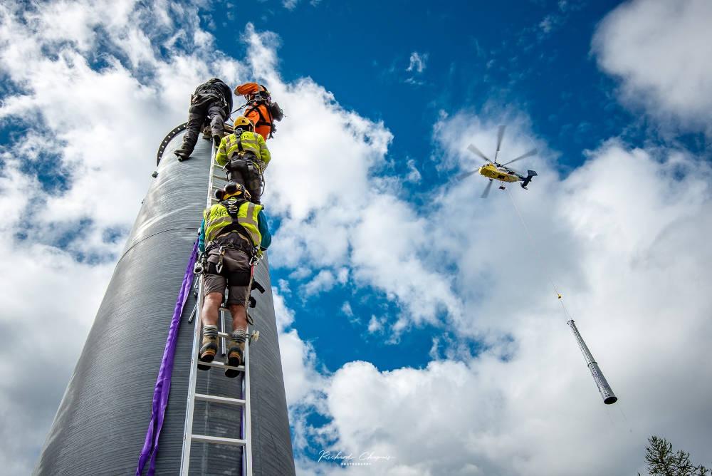La Compagnie du Mont-Blanc travaille dur pour installer la nouvelle télécabine de la Flégère, source photo @ facebook.com