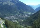 vue sur Courmayeur, Vallée d'Aoste, Italie. photo de X-Weinzar, sous licence CC BY-SA 3.0, disponible sur https://commons.wikimedia.org/wiki/File:Courmayeur.jpg
