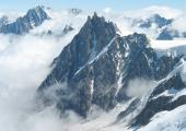 L'Aiguille du Midi à 3842m d'altitude dans le massif du Mont Blanc dans les Alpes françaises