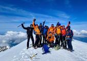 """The team that has overcome the roof of Europe. Photo Facebook """"Ortho-Médical Welter towards the ascent of Mont Blanc"""""""