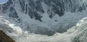 Grandes Jorasses, Massif du Mont Blanc, North side. Photo source @wikimedia.org