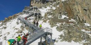 New staircase from the summit of Les Grands Montets. photo source: @www.ledauphine.com