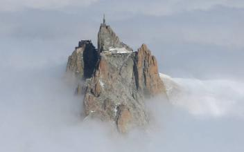 Strong Winds at 185 km/h on the Aiguille du Midi on October 20th, 2019