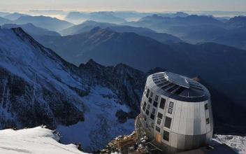 Refuge du Gouter (3815 m). Photo source: www.facebook.com/Nouveau-Refuge-du-Goûter