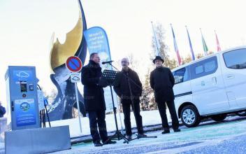 Une borne de recharge rapide pour les véhicules électriques a été inaugurée sur la plateforme française du tunnel du Mont Blanc. Photo source: @c.ledauphine.com