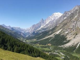 Mont Blanc seen from Val Ferret. Hairless Heart / CC BY-SA (https://creativecommons.org/licenses/by-sa/4.0)