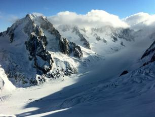 Les Grand Montets, Chamonix Mont-Blanc France, by trailsource.com, licensed under CC BY 2.0, disponible à l'adresse https://www.flickr.com/photos/trailsource/5421637469