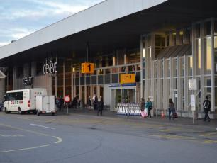 Geneva Airport Arrival. author @eGuide Travel, licensed under CC-BY SA 2.0, photo source @flickr.com