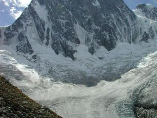 Grandes Jorasses, Massif du Mont Blanc, North side. Photo source @wikimedia.org
