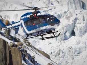 L'hélicoptère du PGHM. Photo source : @http://www.radiomontblanc.fr