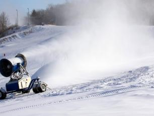 Snow machine, photo @ http://www.climatechangenews.com/2017/02/13/norway-seeks-to-climate-proof-skiing-with-eco-snow-machines/