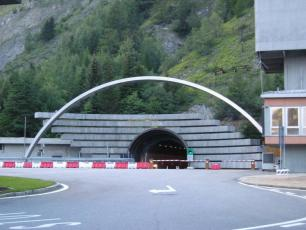 Italian toll Plaza for Mont Blanc Tunnel, by Lynn Rainard, licensed under CC BY-SA 2.0, found on https://www.flickr.com