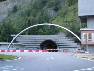 Italian toll Plaza for Mont Blanc Tunnel, by Lynn Rainard, licensed under CC BY-SA 2.0, found on https://www.flickr.com