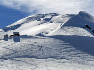 Voir normale du Mont Blanc et le Refuge Vallot