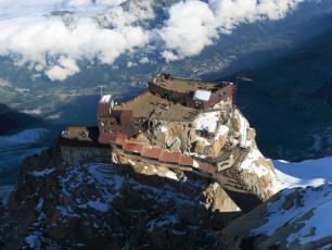 La Terrasse inferiuere d'Aiguille du Midi, vue depuis le sommet - photo par CMB
