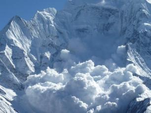 Avalanche in Chamonix, photo @ http://www.streets23.com/avalanche-handlers-in-chamonix/