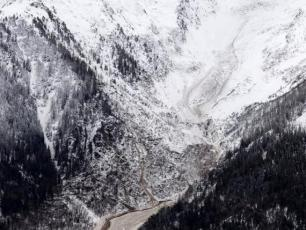 The avalanche snow bridge has played a major role. Photo source: @Eric Courcier Accompagnateur en montagne-Photographe