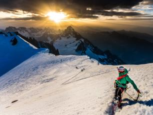 To enjoy a holiday in the snow, foreign tourists choose Chamonix