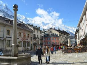The decree signed on 3 August which imposed the mandatory mask-wearing in centre Chamonix will be extended throughout September. photo source@wikimedia.org, licensed under CC BY SA 2.0
