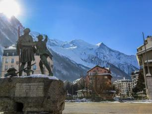 The decree signed on 3 August which imposed the mandatory mask-wearing in centre Chamonix will be extended throughout September. photo source @Radio Mont Blanc