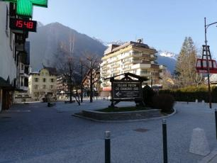 The streets of Chamonix are empty, but the authorities keep working hard to manage the crisis generated by the coronavirus COVID-19, photo source @ledauphine